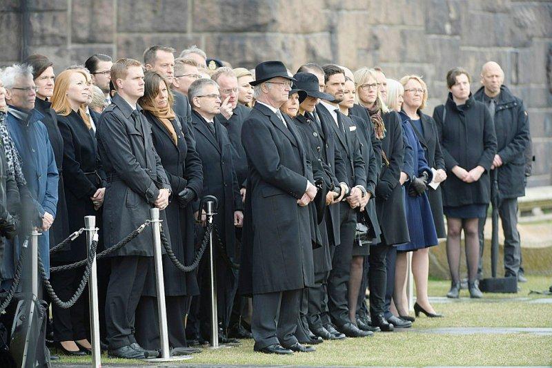 Les responsables politiques et la famille royale suédoise observent une minute de silence à Stockholm, le 10 avril 2017    Anders WIKLUND [TT News Agency/AFP]