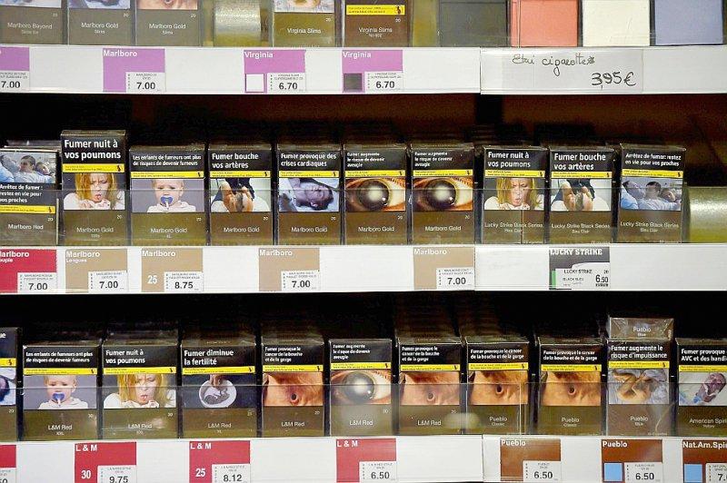 Des paquets de cigarettes en vente chez un buraliste le 27 décembre 2016 à Vertou    LOIC VENANCE [AFP/Archives]