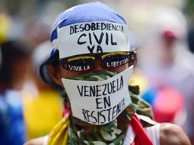 Un manifestant contre le président vénézuélien Nicolas Maduro à Caracas, le 19 avril 2017 - RONALDO SCHEMIDT [AFP]