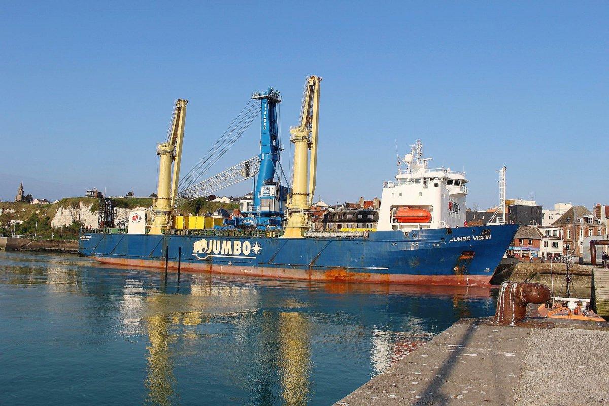 seine maritime une nouvelle grue pour le port de dieppe