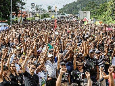 Manifestants rassemblés près du centre spatial de Kourou en Guyane, le 4 avril 2017 - jody amiet [AFP/Archives]