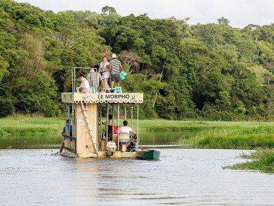 Des touristes visitent la Réserve Naturelle des Marais de Kaw en Guyane, le 26 octobre 2016 - jody amiet [AFP/Archives]