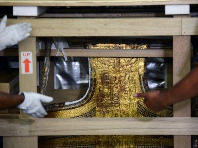 Le char funéraire de Toutankhamon arrive au au musée de Gizeh en périphérie du Caire, le 23 mai 2017 - MOHAMED EL-SHAHED [AFP]