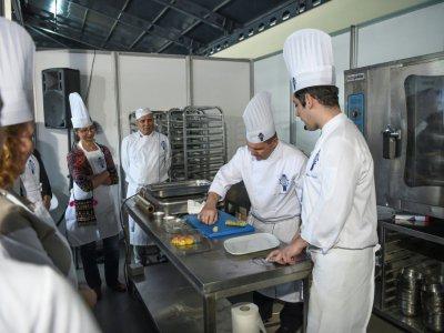 Brisant le stéréotype d'une nourriture grasse et rustique, des chefs turcs tentent de polir l'image de leur gastronomie nationale pour montrer au monde ce que les tables turques ont à offrir.    OZAN KOSE [AFP]