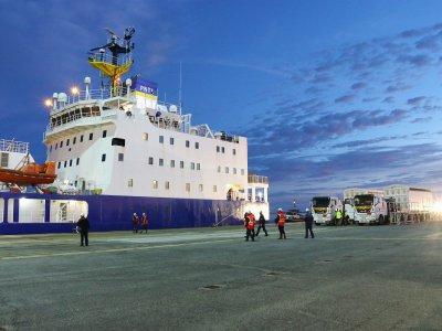 Le mox va être chargé dans la journée sur le Pacific Egret, navire spécialisé dans ce type de transport.    Célia Caradec
