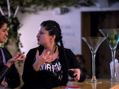 Des clientes sourdes dans un bar de Bogota le 19 juillet 2017 - Raul Arboleda [AFP]