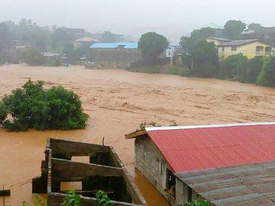 Torrents de boue et inondations ont fait plus de 300 morts le 14 août 2017 à Freetown    STR [Society 4 climate change communication Sierra Leone/AFP]