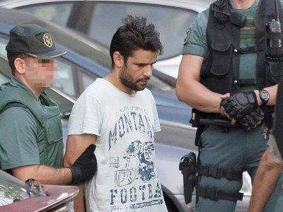 Mohamed Aallaa, escorté par la Guardia Civile espagnole à Tres Cantos, près de Madrid, le 22 août 2017    STRINGER [AFP]