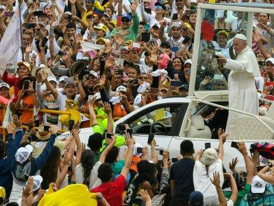 Le pape salue la foule depuis sa papamobile à son arrivée à Villavicencio, le 8 septembre 2017 en Colombie    Luis Acosta [AFP]