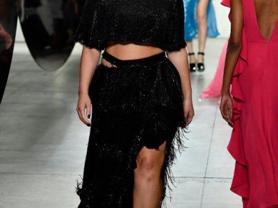 Le mannequin américain Ashley Graham défile pour Prabal Gurung, le 10 septembre 2017 à New York    © Frazer Harrison [GETTY IMAGES NORTH AMERICA/AFP]