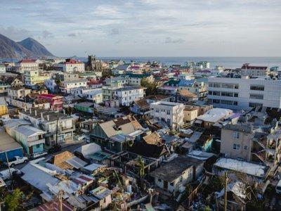 Vue d'un quartier de Roseau, la capitale de la Dominique, le 21 septembre 2017 après le passage de l'ouragan Maria - Lionel CHAMOISEAU [AFP]