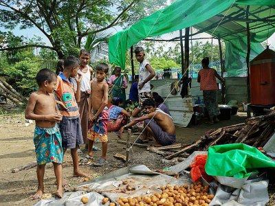 Des enfants hindous dans le camps de réfugiés à Sittwe, en Birmanie, le 22 septembre 2017    AIDAN JONES [AFP]