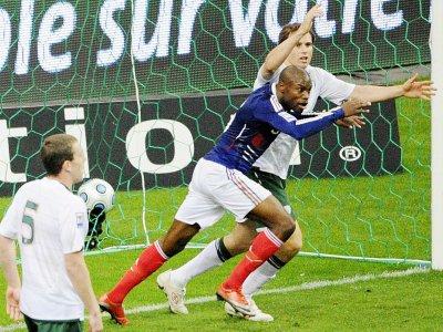 William Gallas qualifie les Bleus contre l'Eire après une passe de la main de Thierry Henry, le 18 novembre 2009 au Stade de France    BERTRAND GUAY [AFP/Archives]