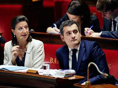 La ministre de la Santé Agnes Buzyn (G) et le ministre des Comptes publics Gérald Darmanin à l'Assemblée nationale le 25 octobre 2017 à Paris - Thomas Samson [AFP]