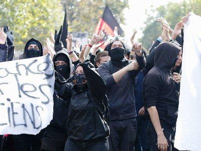 Des membres du groupe anarchiste Black Bloc manifeste contre les réformes du code du travail  à Paris le 23 septembre 2017    Zakaria ABDELKAFI [AFP/Archives]