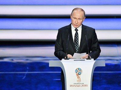 Le président russe Vladimir Poutine lors d'un discours à l'occasion du tirage au sort de la Coupe du monde de football 2018, au Kremlin à Moscou, le  1er décembre 2017    Mladen ANTONOV [AFP]