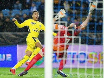 Kylian Mbappé marque pour le Paris SG, le 13 décembre 2017 à Strasbourg en Coupe de la Ligue - Patrick HERTZOG [AFP]