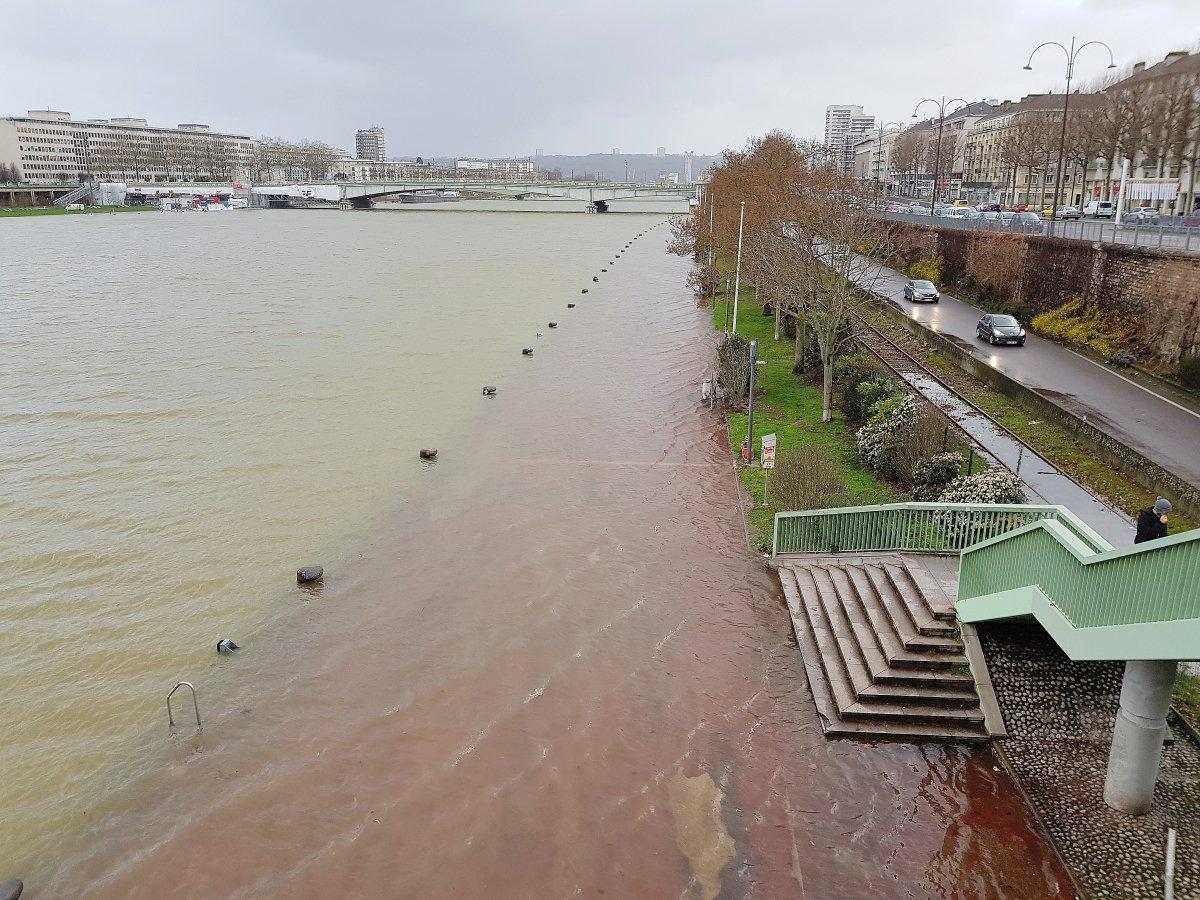 Rouen la seine sort une nouvelle fois de son lit - Piscine ile lacroix rouen ...