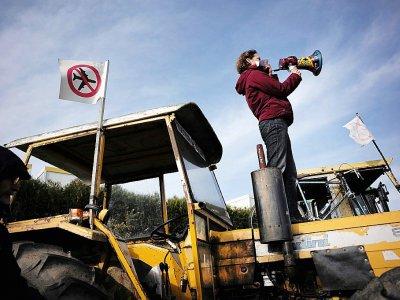 Une opposante au projet d'aéroport Notre-Dame-des-Landes manifeste à Héric, près de Nantes, le 27 février 2016    JEAN-SEBASTIEN EVRARD [AFP/Archives]