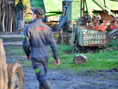 Un fermier dans la Zad (zone à défendre) de Notre-Dame-des-Landes, le 17 janvier 2018, près de Nantes    LOIC VENANCE [AFP]