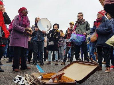 Plusieurs temps musicaux ont animé le début du rassemblement à Ouistreham (Calvados).    Maxence Gorréguès