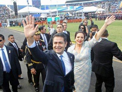 Le président réélu Juan Orlando Hernandez et son épouse Ana García, le 27 janvier 2018 à Tegucigalpa    STR [AFP]