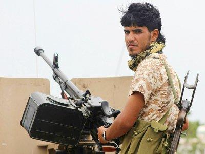 Un combattant du mouvement séparatiste du Yémen du sud patrouille dans une rue d'Aden, le 28 janvier 2018 - SALEH AL-OBEIDI [AFP]