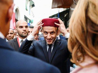 Photo du président français Emmanuel Macron dans la médina de Tunis le 1er février 2018    Eric FEFERBERG [POOL/AFP]