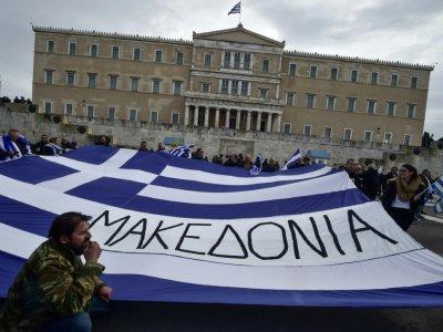 Des manifestants défilent à Athènes contre un compromis sur le nom de la Macédoine, envisagé par le gouvernement, le 4 février 2018    Louisa GOULIAMAKI [AFP]