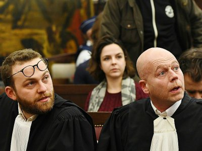 Les avocats de Salah Abdeslam, Sven Mary (d) et Romain Delcoigne (g), au Palais de Justice de Bruxelles, le 5 février 2018    Emmanuel DUNAND [POOL/AFP]