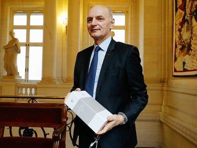 """Le président de la Cour des comptes, Didier Migaud met en garde contre tout """"relâchement""""  dans la gestion des finances publiques dans le rapport annuel 2018 présenté à Paris, le 7 février 2017 - FRANCOIS GUILLOT [AFP]"""