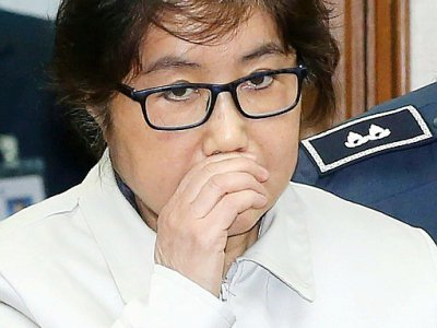 """Surnommée """"Raspoutine"""" par les médias sud-coréens pour l'influence qu'on lui prêtait sur l'ex-présidente, Choi Soon-Sil, photographiée ici le 19 décembre 2016, a été condamnée à 20 ans de prison - KOREA POOL [KOREA POOL/AFP/Archives]"""