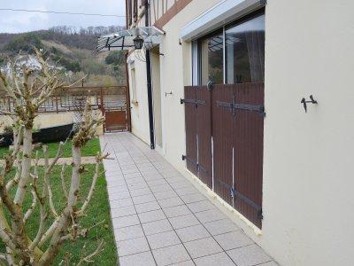 René Bigarré a laissé les protections devant ses fenêtres, en prévision d'une nouvelle montée de la Seine. - Amaury Tremblay