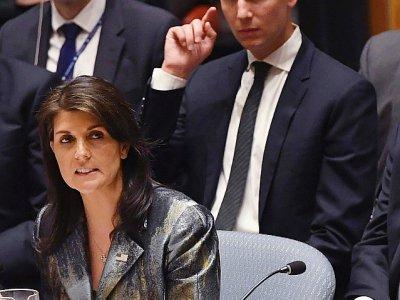 Nikki Haley, l'ambassadrice américaine à l'ONU s'adresse  devant le conseil de sécurité de l'ONU le 20 février 2018 à New York, assise devant Jared Kushner le gendre du président Trump    TIMOTHY A. CLARY [AFP]