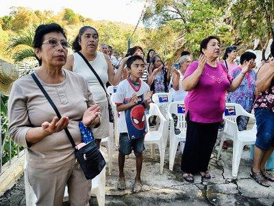 Des croyants prient près d'Acapulco, dans l'Etat de Guerrero au Mexique, le 14 février 2018    Alfredo ESTRELLA [AFP]
