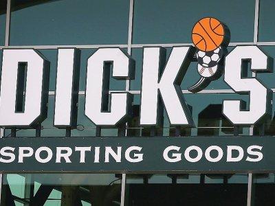 Le PDG de Dick's Sporting Goods a déclaré que son entreprise ne vendrait plus de fusils d'assaut semi-automatiques    Scott Olson [GETTY IMAGES NORTH AMERICA/AFP/Archives]