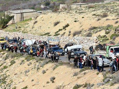 Des civils fuyant la ville d'Afrine en Syrie le 16 mars 2018 pour échapper aux bombardements de l'armée turque et de ses supplétifs syriens    George OURFALIAN [AFP]