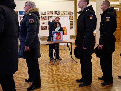 Les marins de la flotte russe de la mer Noire votent par anticipation à Sébastopol, en Crimée, le 15 mars 2018    Vasily BATANOV [AFP]