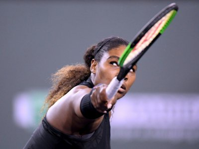 L'Américaine Serena Williams face à sa soeur Venus lors du Masters 1000 d'Indian Wells, en Californie, le 12 mars 2018