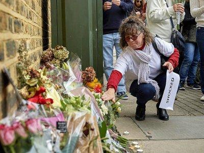 Des fleurs déposées après une marche le 8 octobre 2017 à Londres en hommage à Sophie Lionnet, une jeune fille au pair française retrouvée morte en septembre - NIKLAS HALLE'N [AFP/Archives]