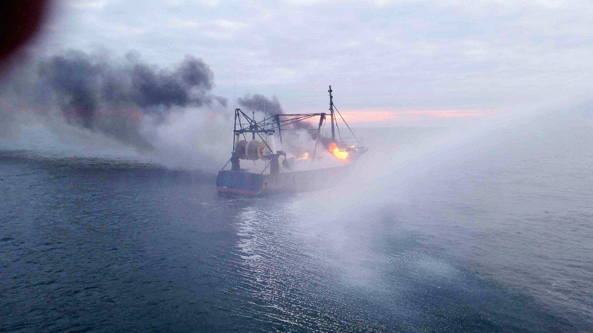 Un chalutier en feu au large de Dieppe