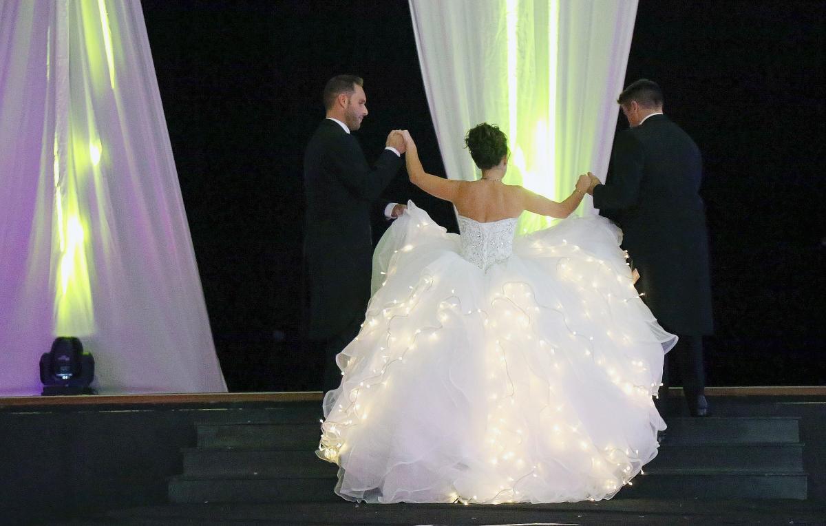Societe Generale Bolbec à À bolbec, elle réalise une robe de mariée pour une émission de tf1