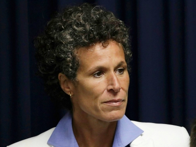 Andrea Constand, ex-basketteuse, quitte le tribunal de Norriston après le verdict contre Bill Cosby reconnu coupable d'agression sexuelle, le 26 avril 2018 en Pennsylvanie