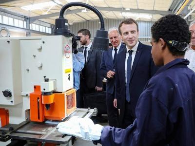 Le président Emmanuel Macron visite un lycée à Kone, le 4 mai 2018 en Nouvelle-Calédonie - Ludovic MARIN [AFP]