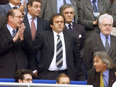 Michel Platini, alors co-président du Comité français d'organisation (CFO) de la Coupe du monde 1998, suit le quart de finale face à l'Italie au Mondial au Stade de France, le 3 juillet 1998    GERARD JULIEN [AFP/Archives]
