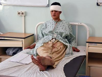 Au moins 16 personnes ont été tuées et 38 blessées par l'explosion d'un minibus piégé lors de son désamorçage, le 22 mai 2018 à Kandahar.    JAVED TANVEER [AFP]