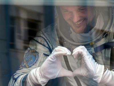 L'astronaute allemand Alexander Gerst dans un bus à Baïkonour, au Kazakhstan, avant de décoller vers la Station spatiale internationale, le 6 juin 2018 - Vyacheslav OSELEDKO [AFP]