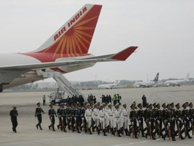 Une garde d'honneur chinoise à l'arrivée de l'avion du Premier ministre indien Narendra Modi à Qingdao pour le sommet de l'Organisation de coopération de Shanghai, le 9 juin 2018    WU HONG [POOL/AFP]