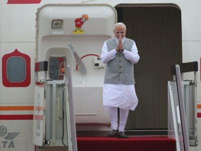 Le Premier ministre indien Narendra Modi salue à son arrivée à Qingdao, en Chine, pour le sommet de l'Organisation de coopération de Shanghai, le 9 juin 2018    WU HONG [POOL/AFP]