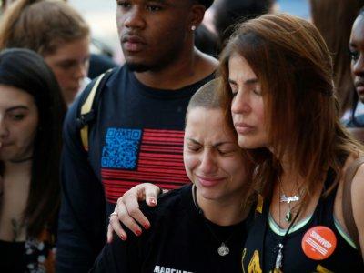"""L'activiste lycéenne  Emma Gonzales, survivante de la fusillade de Parkland en Floride (au centre), lors du rassemblement """"Route du changement"""" à Chicago, le 15 juin 2018    JIM YOUNG [AFP]"""